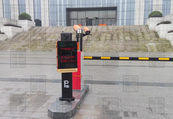 宁波市中级人民法院正门近看车牌识别一体机