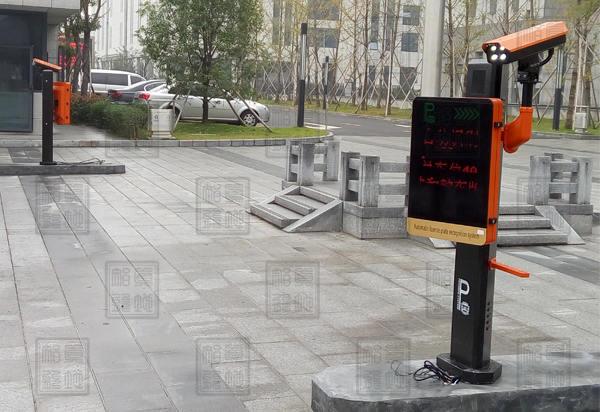 宁波市中级人民法院正门侧面车牌识别一体机